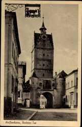 Postcard Weißenhorn, Straßenpartie mit Blick auf unteres Tor, Glockenturm