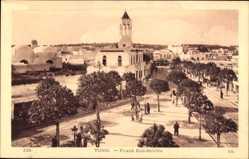 Ak Tunis Tunesien, Place Bab Souika, Blick auf einen Platz, Passanten