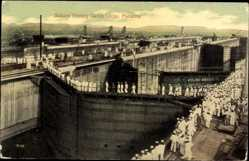 Postcard Panama, Sailors visiting Gatun Locks, Panamakanal, Seeleute