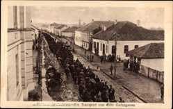 Postcard Serbien, Ein Transport von 4500 Gefangenen, Kriegsgefangene