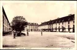 Ak Auxonne Côte d'Or, Caserne Bonaparte, Hof der Kaserne, Soldaten