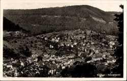 Häuser, Wald, Berg