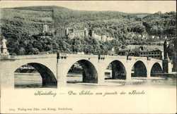 Schloss jenseits der Brücke