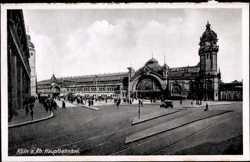 Hauptbahnhof, Passanten
