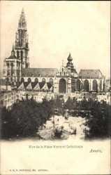 Vue de la Place Verte et Cathedrale